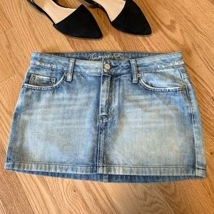 American Eagle Distressed Jean Mini Skirt B5